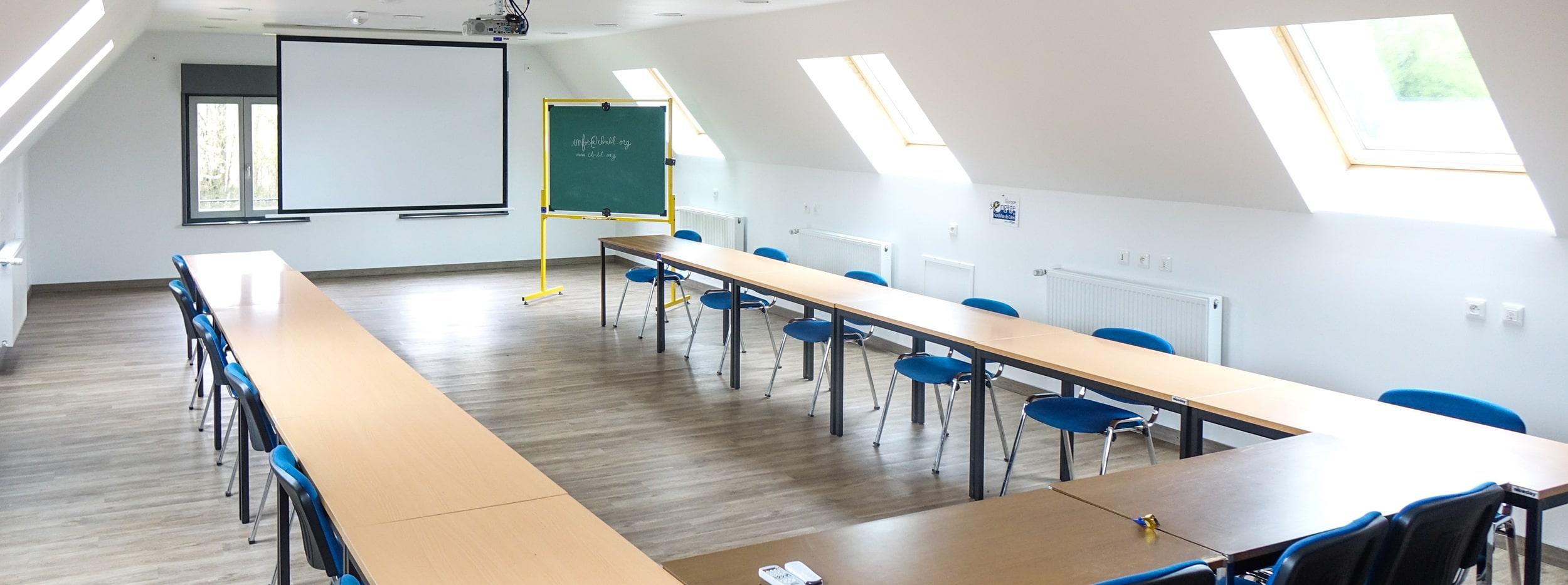 Atelier de botanique étage, vue des équipements pour réunion
