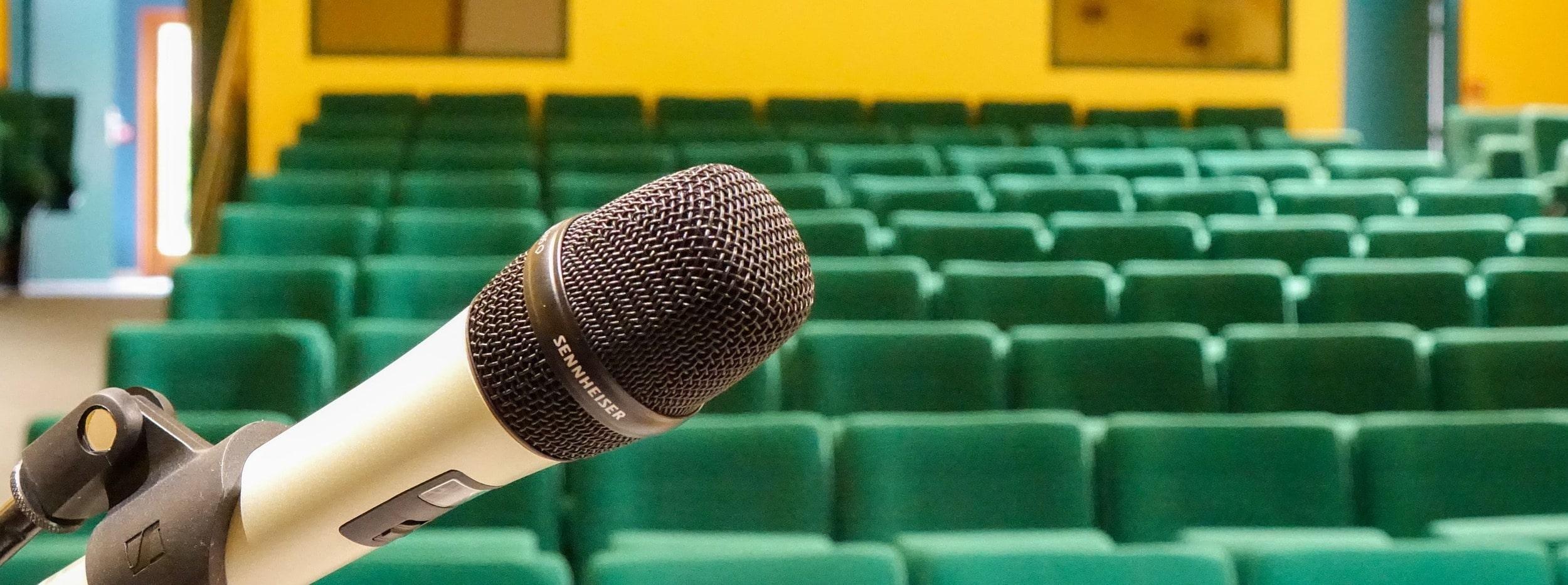 L'auditorium de 176 places en location du CBNBL, vue latérale droite